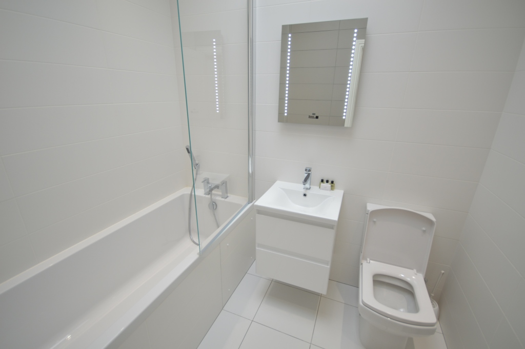 Soho Court, Apartment H, West End - Bathroom