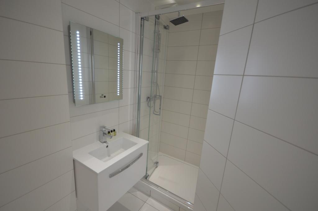 Soho Court, Apartment G, West End - Bathroom